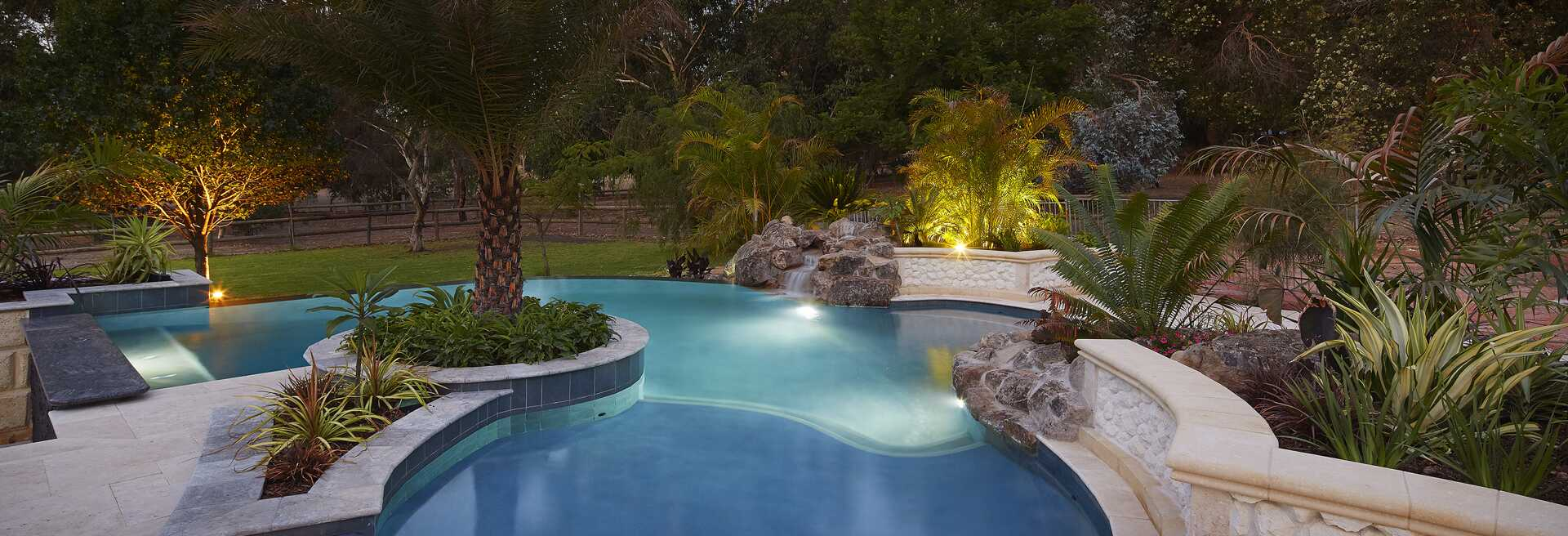 The Water\'s Edge - Pool Design and Landscaping